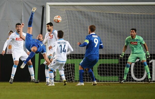 Игровой момент матча Динамо - Наполи