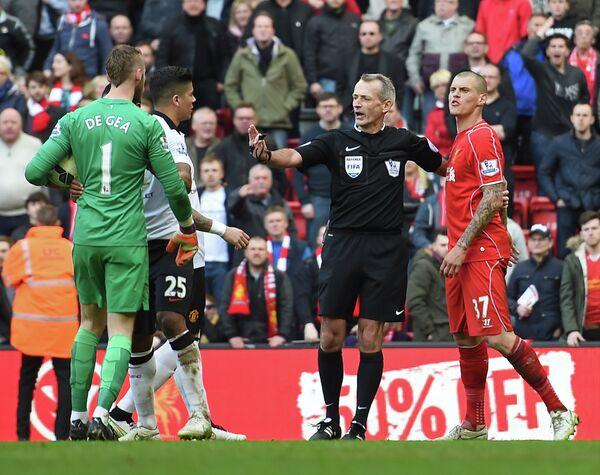 Словацкий защитник Ливерпуля (крайний справа) и вратарь Манчестер Юнайтед Давид де Хеа