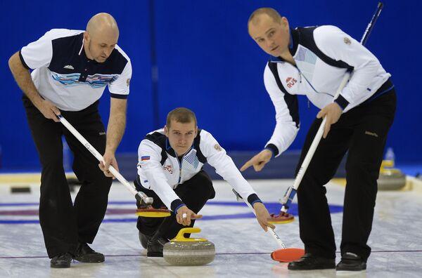 Игроки сборной России Роман Голушко, Александр Пятаков, Олег Дарчиев (слева направо)