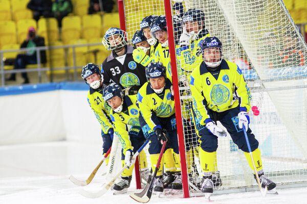 Игроки сборной Казахстана по хоккею с мячом