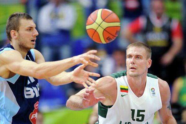 Элмедин Киканович (слева)