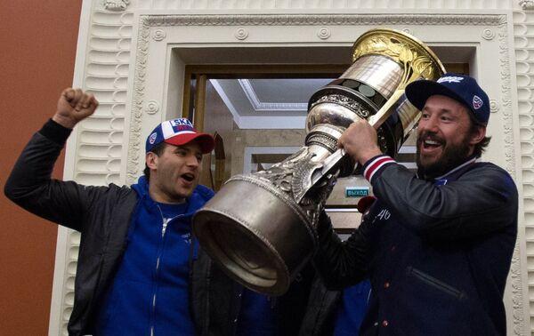 Встреча хоккеистов СКА в Санкт-Петербурге