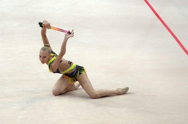 Яна Кудрявцева выступает на чемпионате Европы по художественной гимнастике
