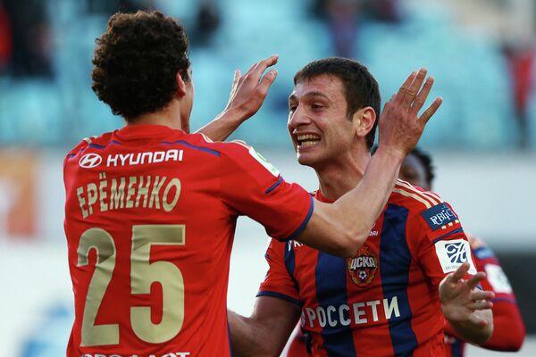 Полузащитники ЦСКА Роман Еременко и Алан Дзагоев (слева направо)
