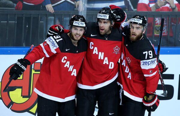 Хоккеисты сборной Канады Тайлер Сегин, Аарон Экблад и Райан О'Райлли (слева направо)