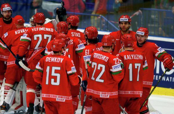 Хоккеисты сборной Белоруссии радуются победе