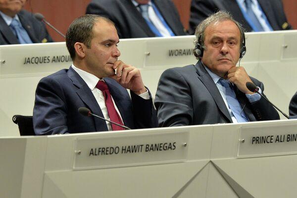 Мишель Платини (справа) и Али бин Аль-Хусейн