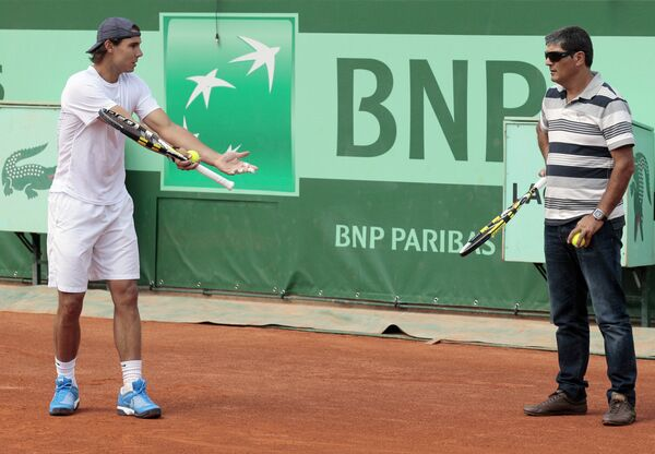 Испанский теннисист Рафаэль Надаль и его тренер Тони