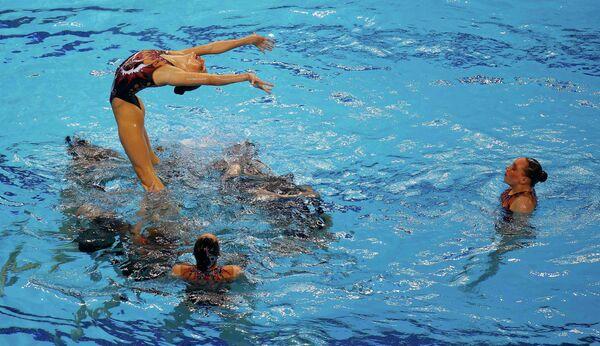 Синхронистки сборной России выступают в комбинационной программе на первых Европейских играх в Баку