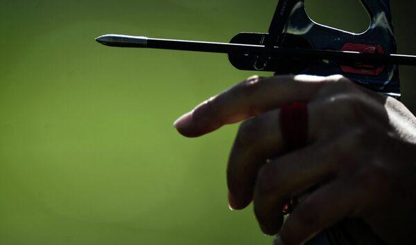 Лучник на соревнованиях по стрельбе из лука на I Европейских играх в Баку