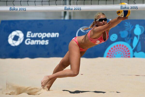 Виктория Кьольберг (Норвегия) в матче женского турнира по пляжному волейболу