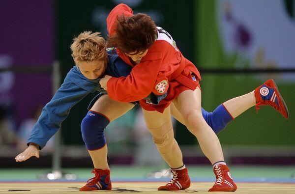 Слева направо: Анна Харитонова (Россия) и Назакат Халилова (Азербайджан)
