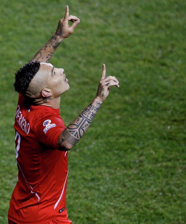 Нападающий сборной Перу по футболу Паоло Герреро