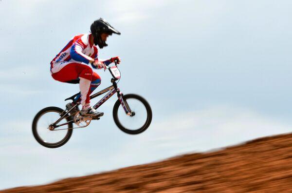 Евгений Комаров (Россия) в соревнованиях по велоспорту в дисциплине BMX среди мужчин на I Европейских играх в Баку