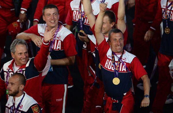 Представители России во время парада атлетов и членов национальных делегаций на церемонии закрытия I Европейских игр в Баку