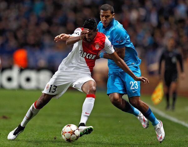 Защитник ФК Монако Уоллас (слева) и нападающий Зенита Саломон Рондон