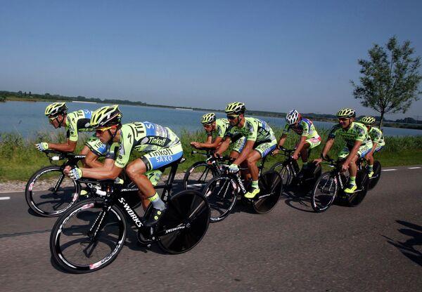 Альберто Контадор (слева) и велокоманда Tinkoff-Saxo