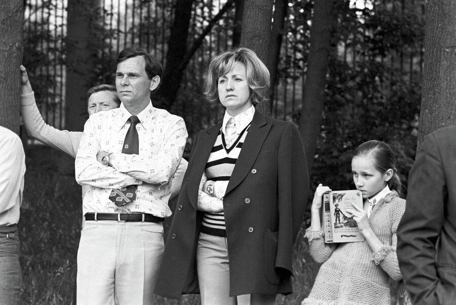 Валентин Иванов с супругой Лидией Ивановой и дочерью Ольгой