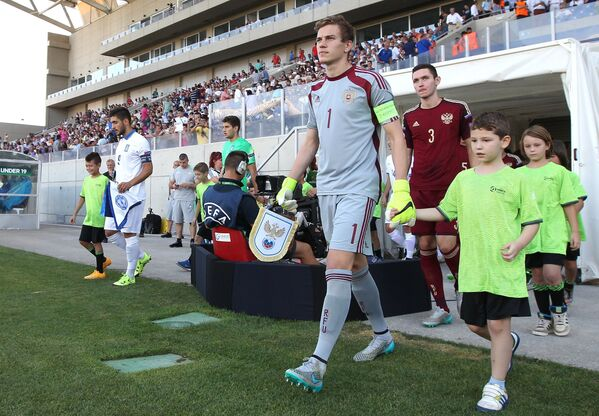 Игроки сборной России Антон Митрюшкин, Никита Чернов (слева направо на переднем плане)