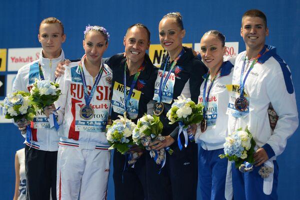 Дарина Валитова и Александр Мальцев (Россия) - серебряная медаль, Кристина Джонс и Билл Мэй (США) - золотая медаль, Манила Фламини и Джорджио Минисини (Италия) - бронзовая медаль (слева направо).