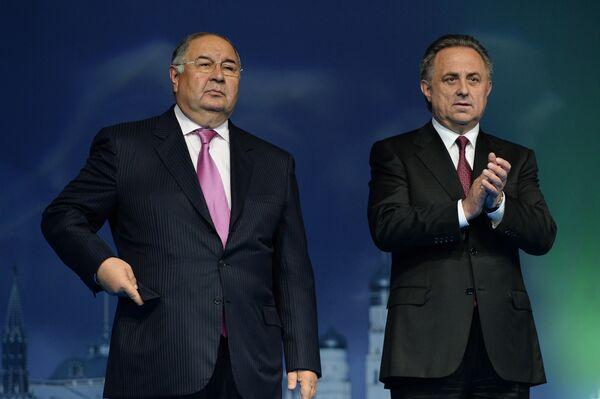 Президент Международной федерации фехтования (FIE) Алишер Усманов и министр спорта РФ Виталий Мутко (справа)