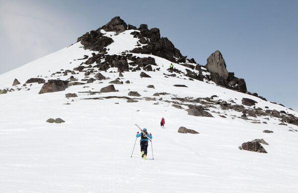 Альпинисты во время восхождения