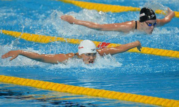 Спортсменка сборной КНР (слева)