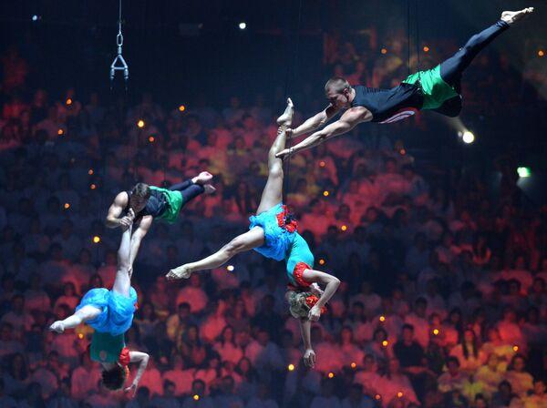 Артисты выступают на церемонии закрытия XVI чемпионата мира по водным видам спорта в Казани
