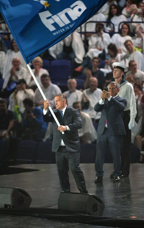 Премьер-министр Венгрии Виктор Орбан (на переднем плане)