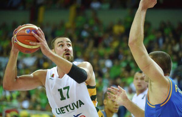 Игровой момент матча Литва - Украина
