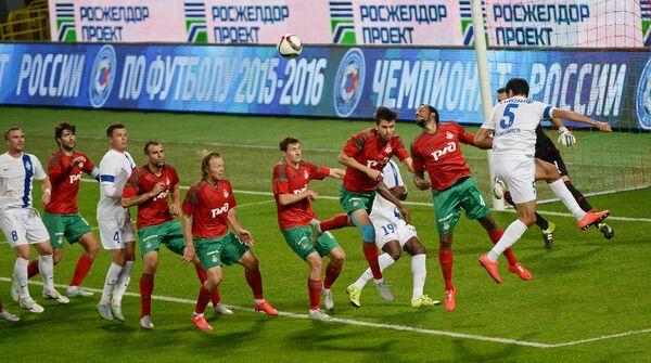 Игровой момент матча Локомотив - Крылья Советов