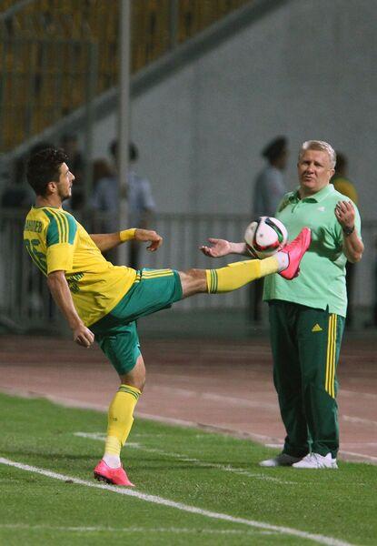 Защитник Кубани Станислав Манолев (слева) и главный тренер Кубани Сергей Ташуев