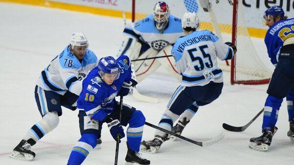 Игровой момент матча Барыс - Сибирь