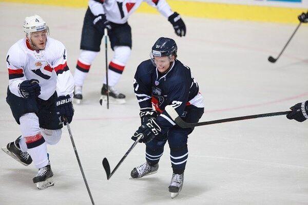 Андреас Ямтин (в синей форме)
