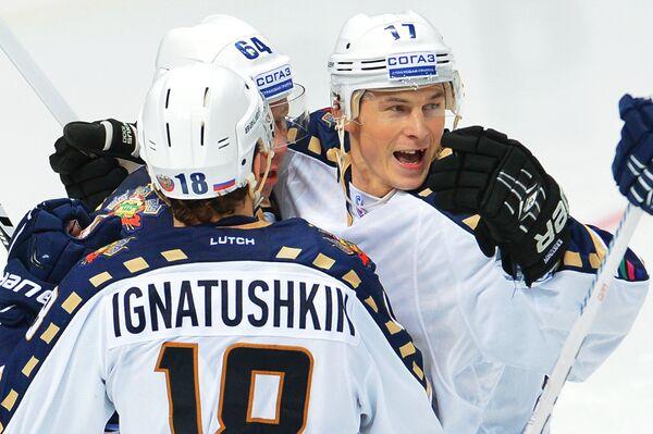 Игроки ХК Сочи Игорь Игнатушкин, Андрей Костицын, Илья Крикунов (слева направо)