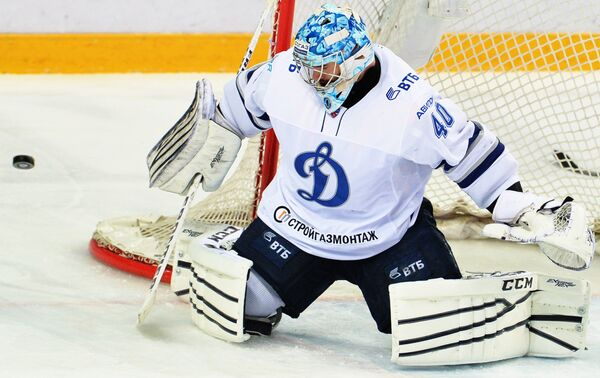 Вратарь Динамо Александр Лазушин