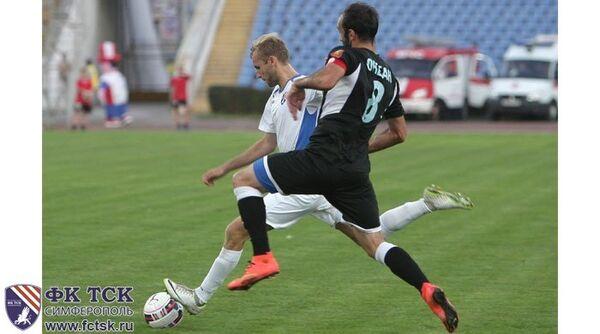 Игровой момент матча чемпионата Крыма по футболу ТСК-Таврия - Океан