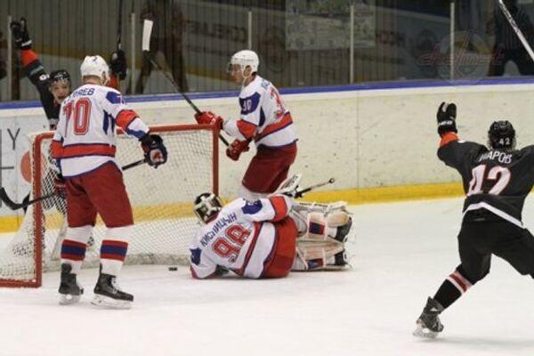 Игровой момент матча ВХЛ Челмет - Ижсталь