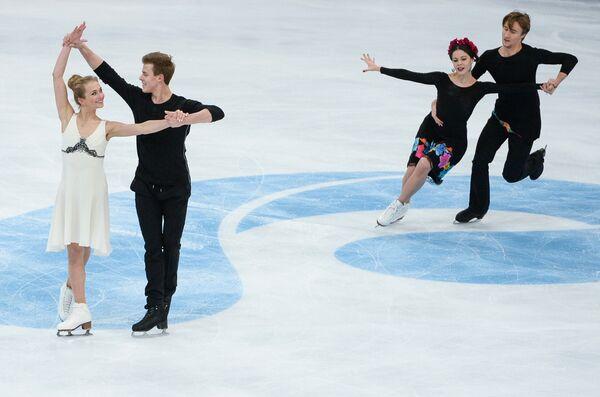 Виктория Синицина и Никита Кацалапов, Елена Ильиных и Руслан Жиганшин (слева направо)