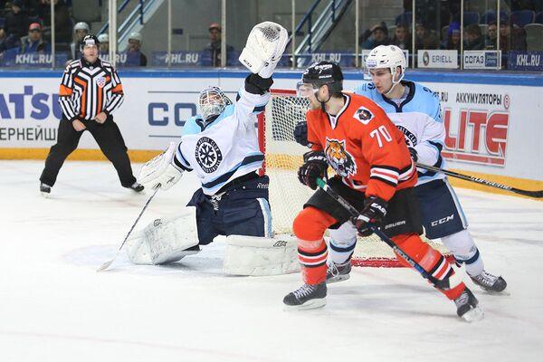 Игровой момент матча Амур - Сибирь