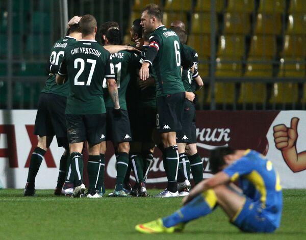 Футболисты Краснодара радуются голу, забитому в ворота Ростова