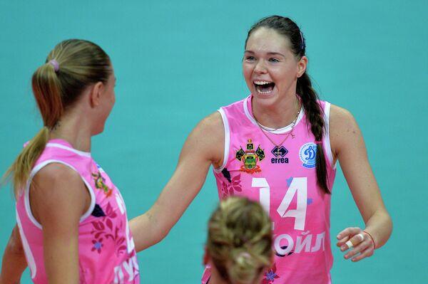 Волейболистки Динамо (Краснодар) Анастасия Самойленко и Ирина Филиштинская (справа)