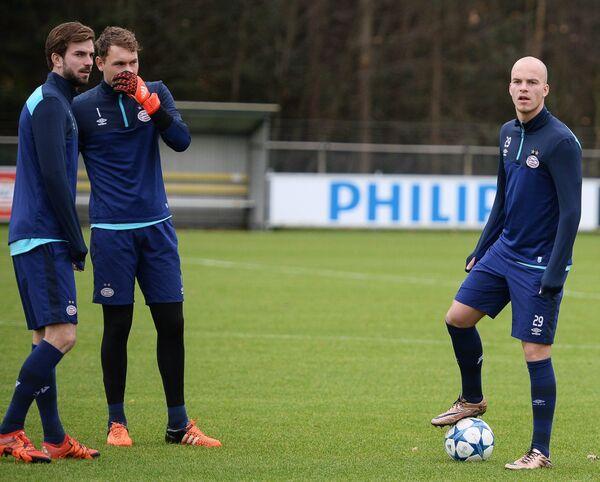 Футболисты ПСВ Дэви Проппер, Йерун Зут и Йоррит Хендрикс (слева направо)