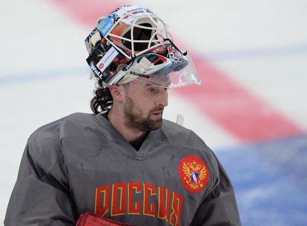 Вратарь сборной России по хоккею Алексей Мурыгин