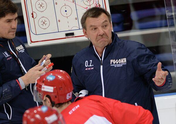 Главный тренер сборной России Олег Знарок (справа) и тренер Игорь Никитин (слева)