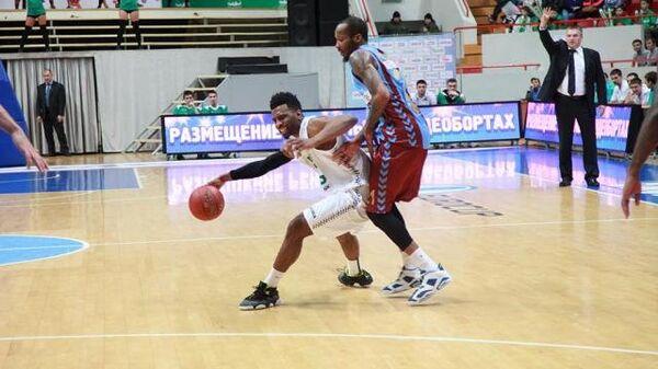 Игровой момент матча УНИКС - Трабзонспор