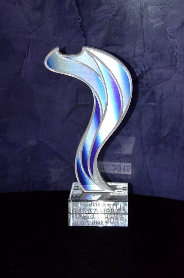 Награда лауреату премии Всероссийской федерации плавания (ВФП) в номинации Журналист года