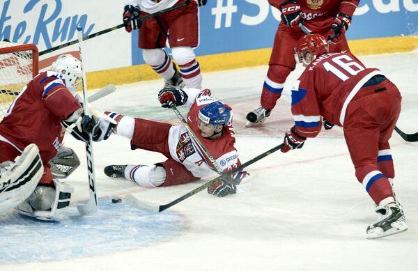 Игровой момент матча молодежных сборных Чехии и России на чемпионате мира по хоккею
