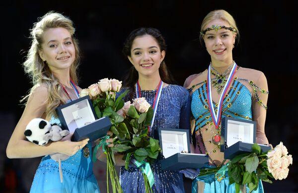 Елена Радионова, Евгения Медведева, Анна Погорилая (слева направо)