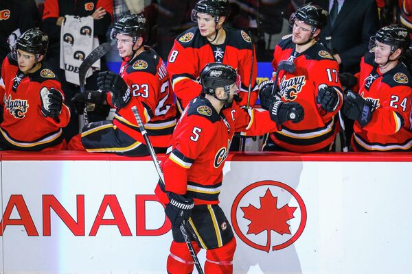 Капитан клуба НХЛ Калгари Флэймз Марк Джордано (№5)